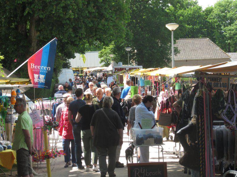 Braderie met  vlomarkt @ hele dorp